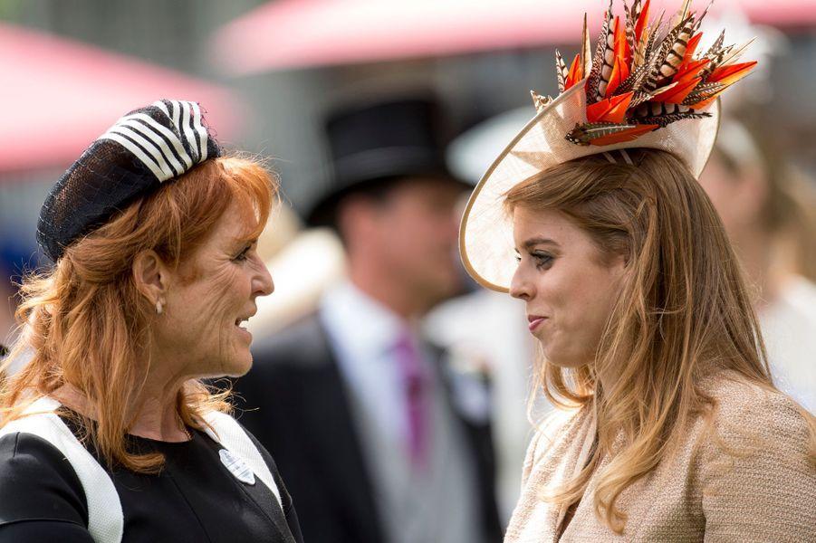 Sarah Ferguson et sa fille aînée la princesse Beatrice d'York à Ascot, le 23 juin 2017