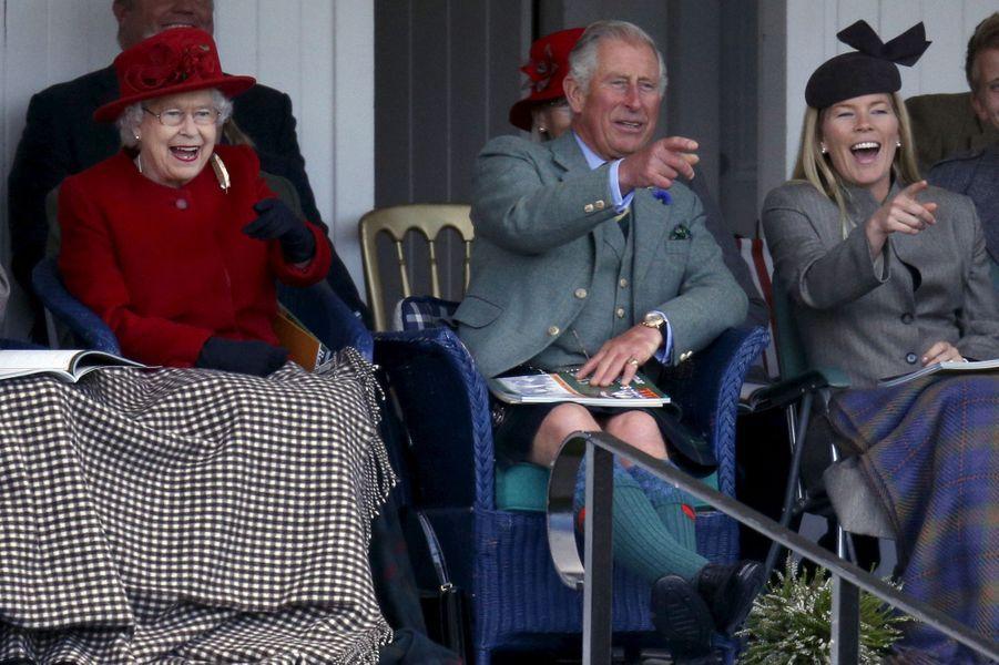 La reine Elizabeth II, le prince Charles et Autumn Phillips au Braemar Gathering, le 5 septembre 2015