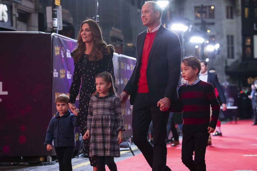 William et Kate avec leurs trois enfants vendredi à Londres
