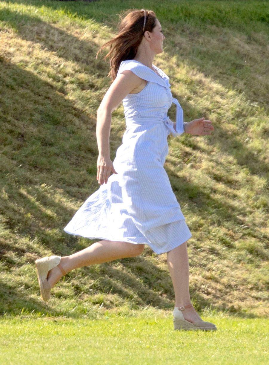 Dimanche En Plein Air Pour George Et Charlotte ( 23