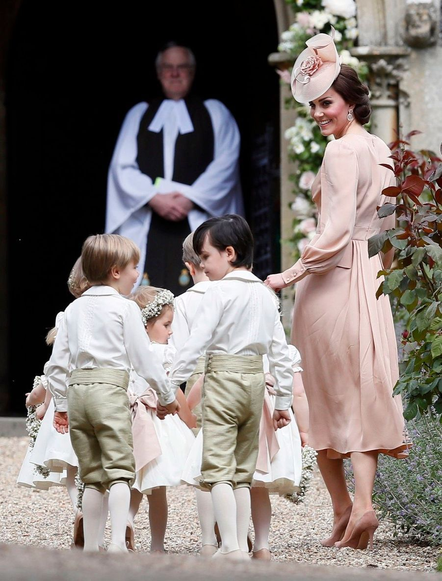 Kate Guide Les Enfants D'honneurs Du Mariage De Pippa Middleton, Dont Le Prince George Et La Princesse Charlotte 1