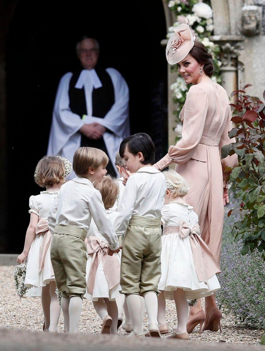 Kate Guide Les Enfants D'honneurs Du Mariage De Pippa Middleton, Dont Le Prince George Et La Princesse Charlotte 2