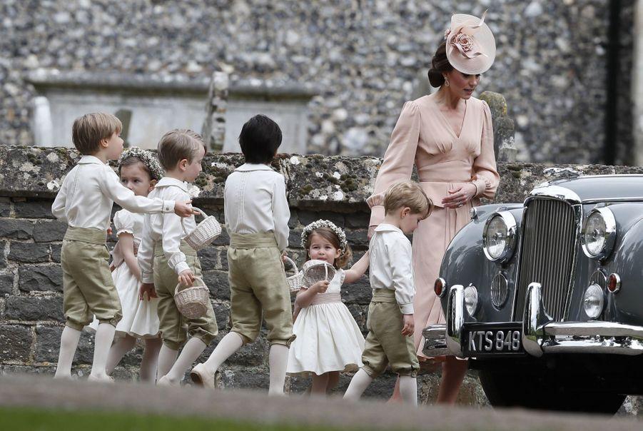 Le Prince George Et La Princesse Charlotte Au Mariage De Leur Tante Pippa Middleton 13