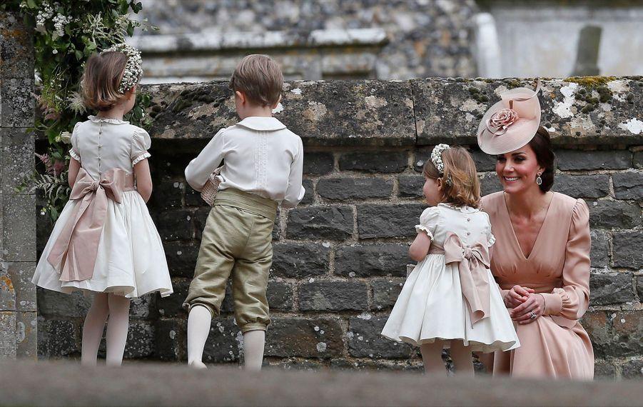 Le Prince George Et La Princesse Charlotte Au Mariage De Leur Tante Pippa Middleton 5