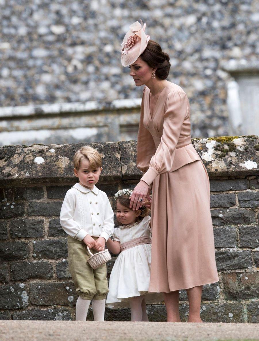 Le Prince George Et La Princesse Charlotte Au Mariage De Leur Tante Pippa Middleton 8