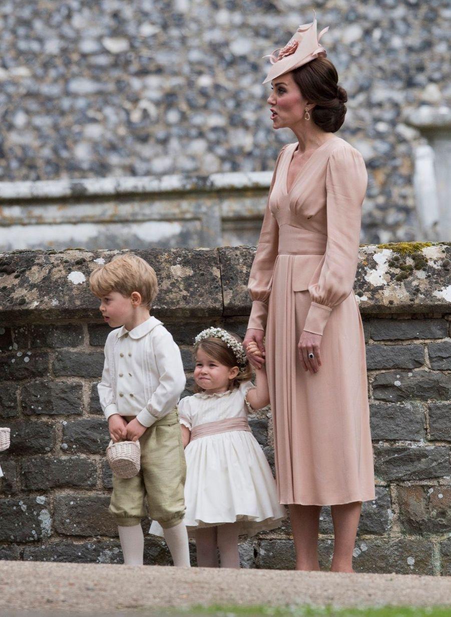 Le Prince George Et La Princesse Charlotte Au Mariage De Leur Tante Pippa Middleton 9