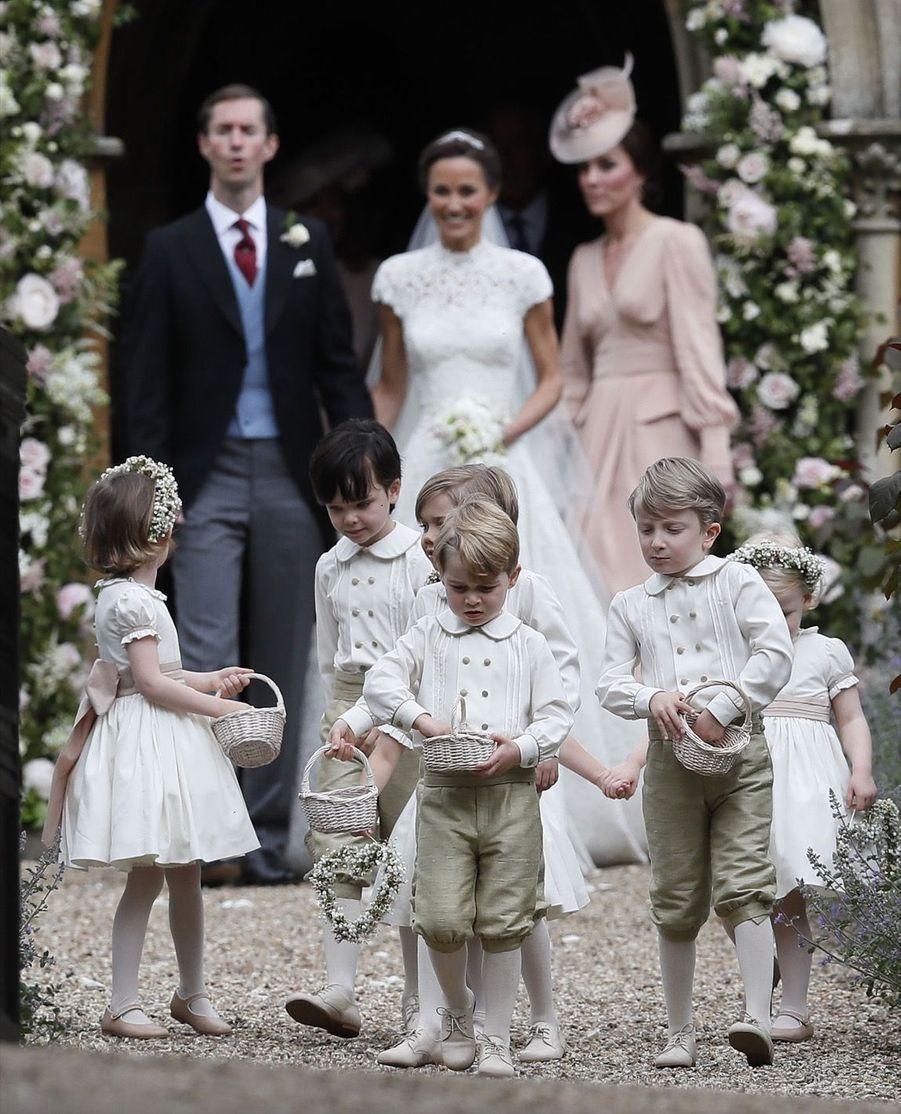 Le Prince George Et La Princesse Charlotte Ouvrent La Voie Pour Les Mariés Pippa Et James 2