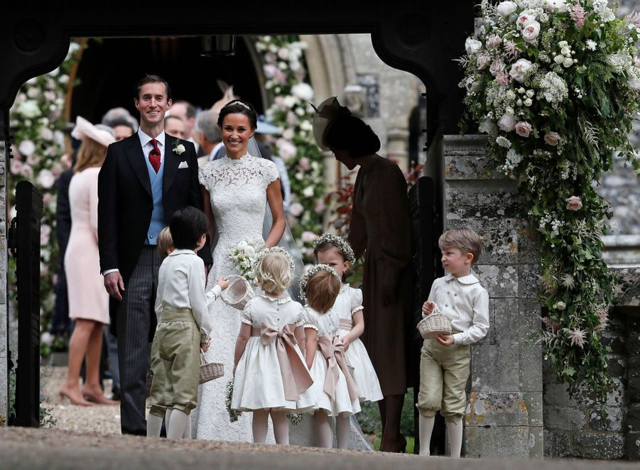 Le Prince George Et La Princesse Charlotte Ouvrent La Voie Pour Les Mariés Pippa Et James 3