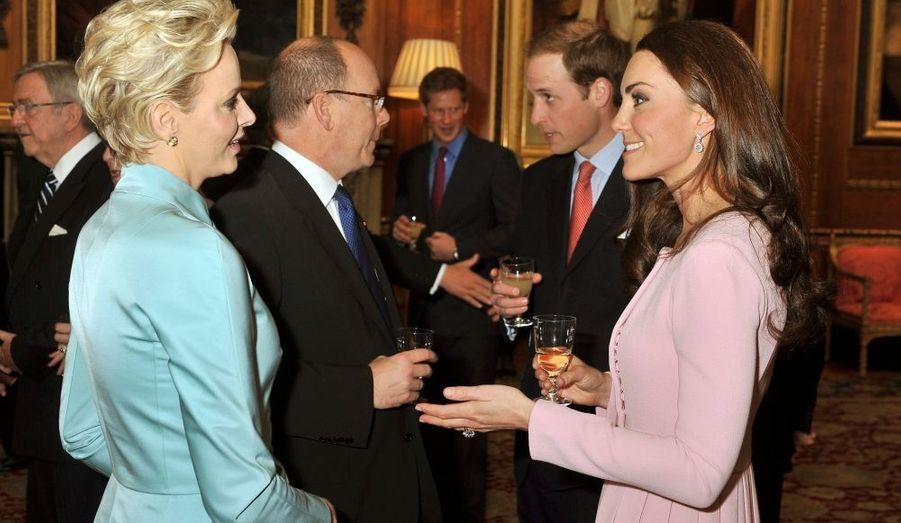 A Windsor, en mai, Kate, aux cotés de William et Harry, a accueilli toutes les têtes couronnées venues du monde entier, à l'invitation d'Elizabeth II, pour fêter les 60 années de règne de la souveraine.