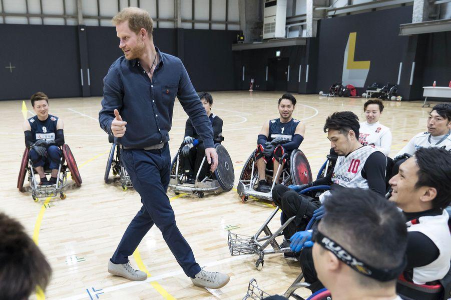 Le prince Harry, duc de Sussex, s'est entretenu,le 2 novembre à Tokyo,avec des athlètes de la Nippon Foundation Para Arenaqui préparent les Jeux olympiques de Tokyo en 2020.