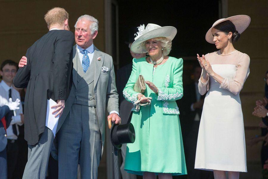 Harry, Charles, Camilla et Meghan lors de la garden party organisée pour le 70e anniversaire du prince de Galles à Buckingham le 22 mai 2018