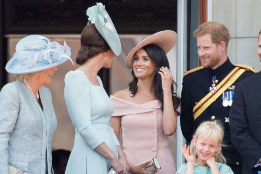 Meghan et Harry au côté de Camilla et de Kate lors de la parade Trooping the Colour à Londres le 9 juin 2018