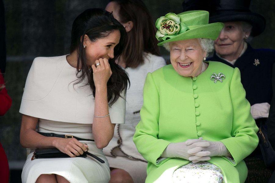 Meghan Markle et la reine Elizabeth II lors de l'inauguration du pont Mersey Gateway dans le Cheshire le 14 juin 2018