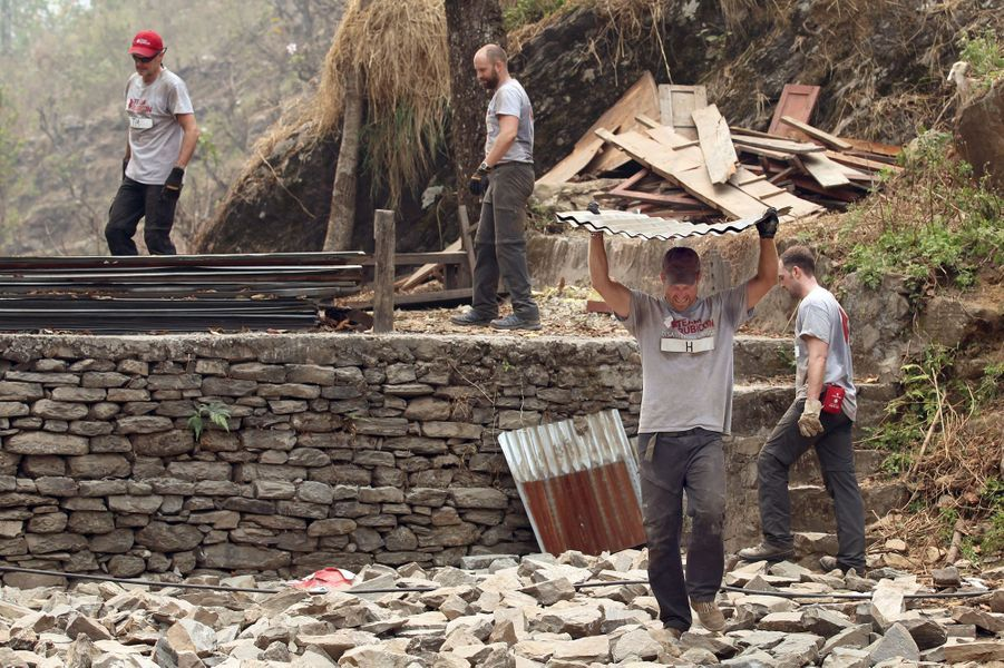 Le prince Harry à Lapubesi au Népal, fin mars 2016