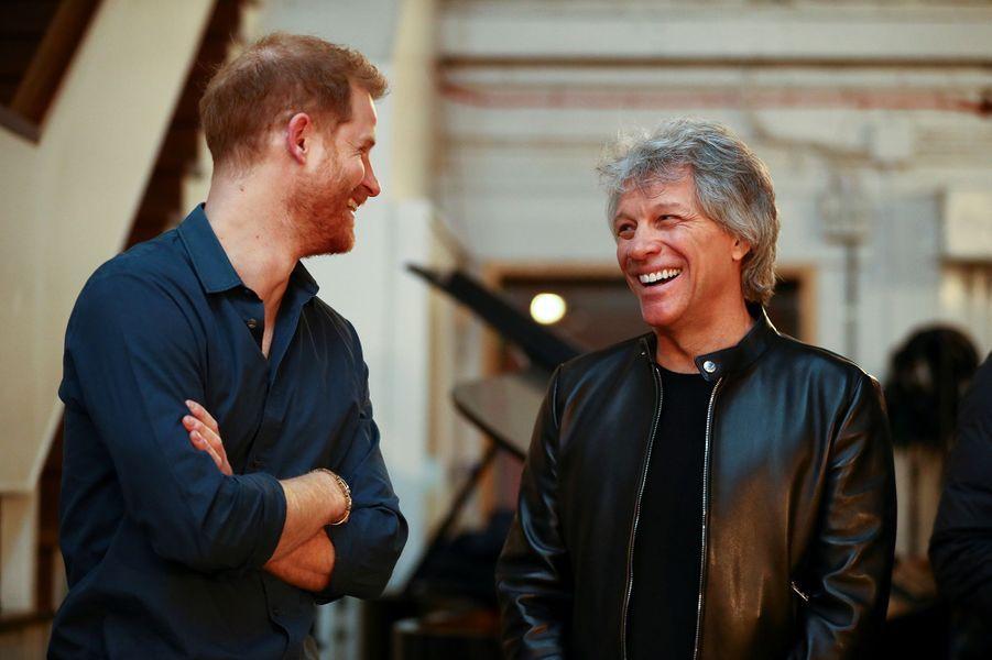 Prince Harry rencontre Jon Bon Jovi aux studios d'Abbey Road à Londres le 28 février 2020.