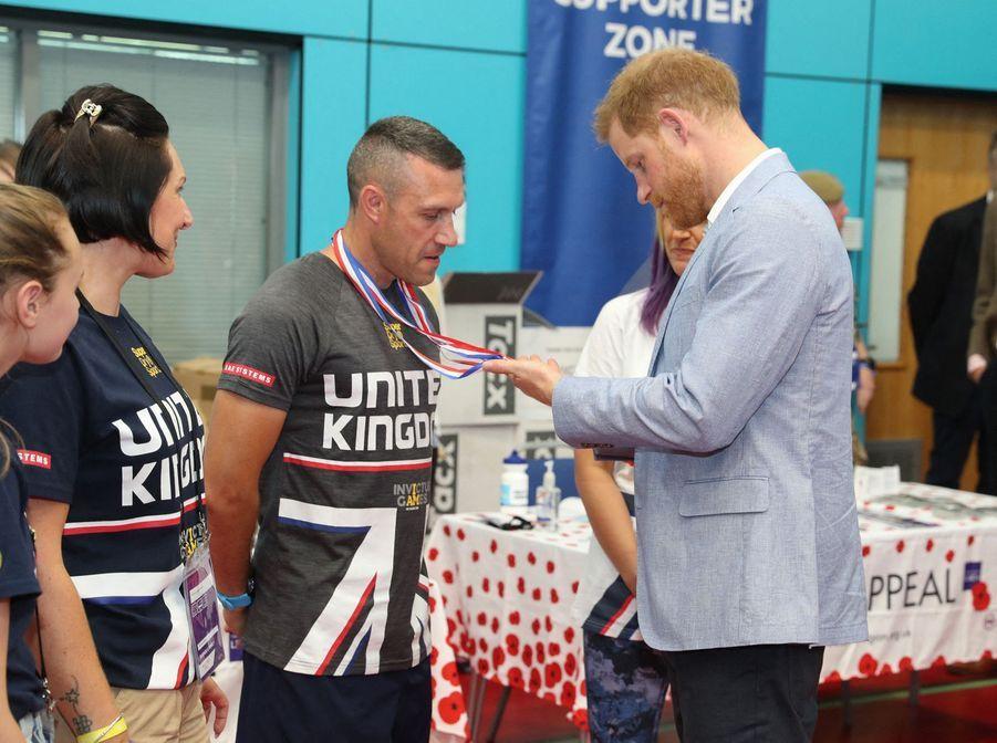 Le prince Harry rencontre les joueurs desInvictus UK Trials, le 25 juillet 2019.