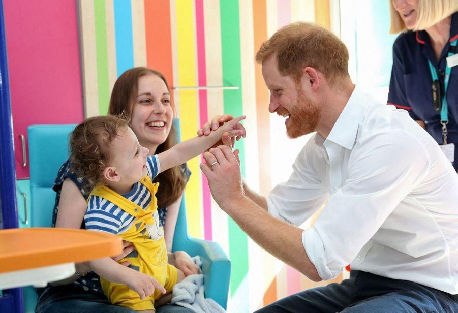 Le prince Harry avec le petit Noah, le 25 juillet 2019.