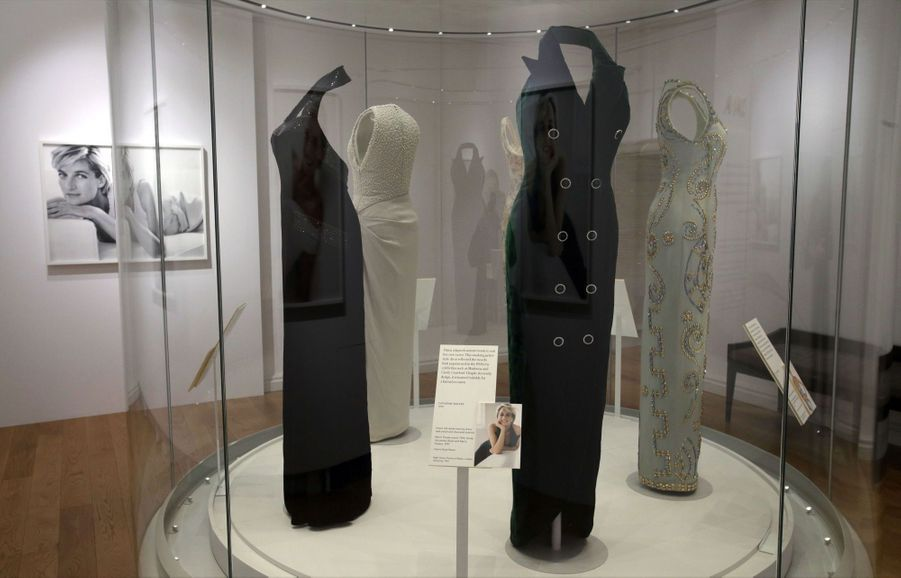 "L'exposition ""Diana: Sa Vie À Travers La Mode"" À Londres 1"