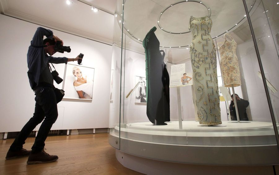 "L'exposition ""Diana: Sa Vie À Travers La Mode"" À Londres 10"