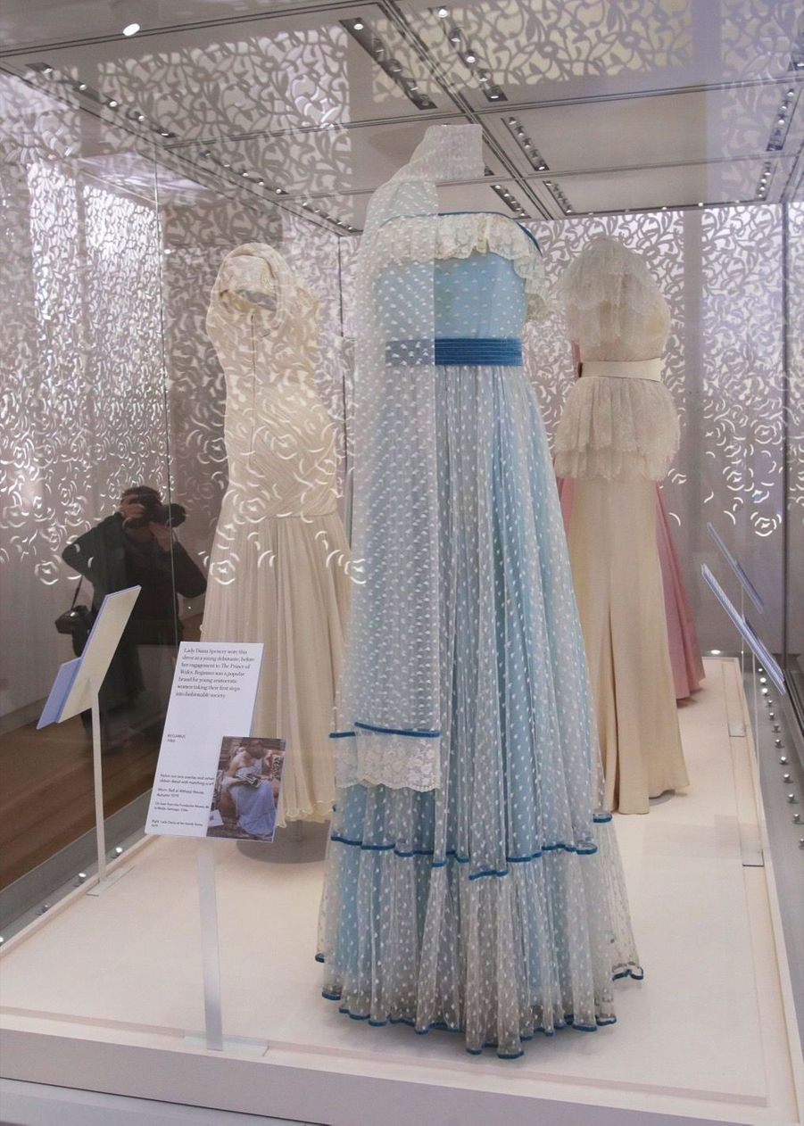 "L'exposition ""Diana: Sa Vie À Travers La Mode"" À Londres 11"