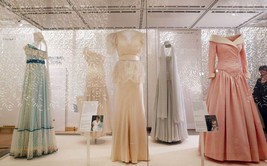 "L'exposition ""Diana: Sa Vie À Travers La Mode"" À Londres 23"