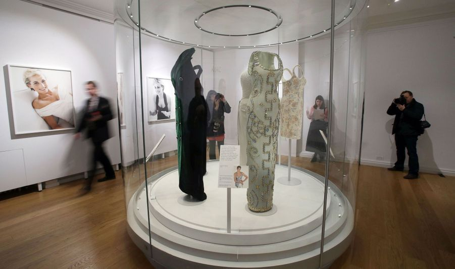 "L'exposition ""Diana: Sa Vie À Travers La Mode"" À Londres 5"
