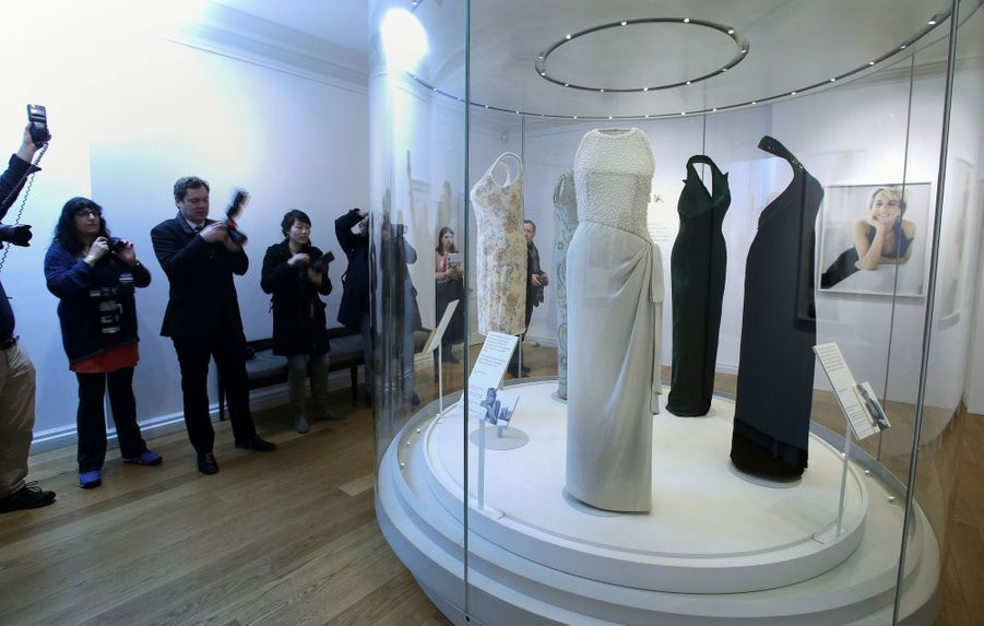 "L'exposition ""Diana: Sa Vie À Travers La Mode"" À Londres 9"