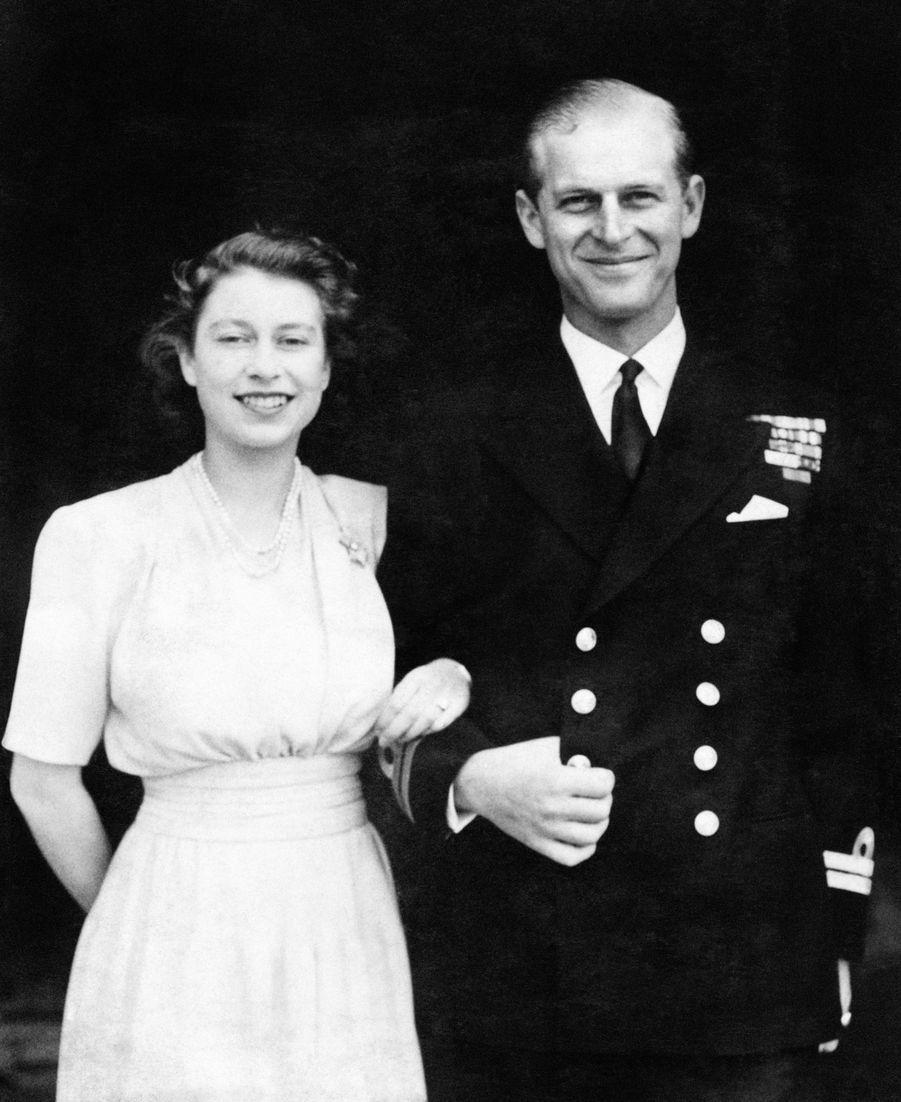 La princesse Elizabeth avec son fiancé le prince Philip en juillet 1947