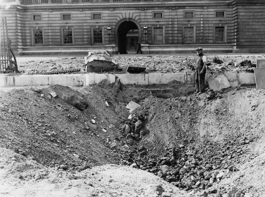 Les dégâts du bombardement du Palais de Buckingham à Londres, le 14 septembre 1940