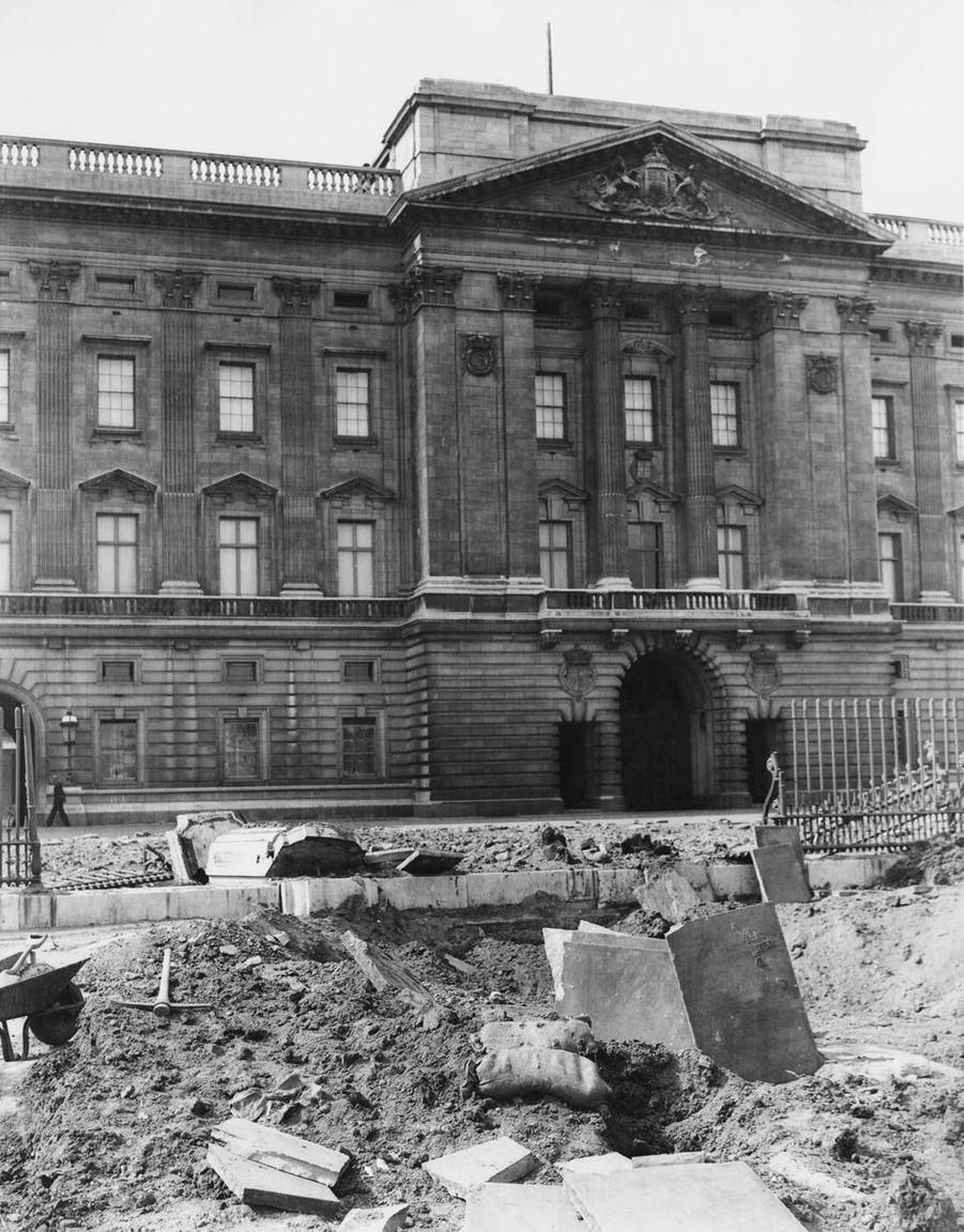 Les dégâts du bombardement de Buckingham Palace à Londres, le 14 septembre 1940