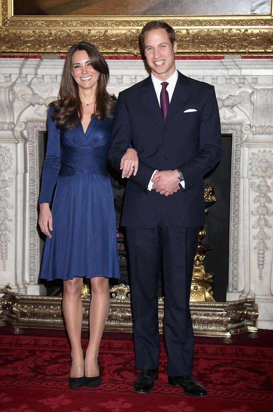 Kate Middleton et le prince William annoncent leurs fiançailles aupalais Saint JamesàLondres le 16 novembre 2010