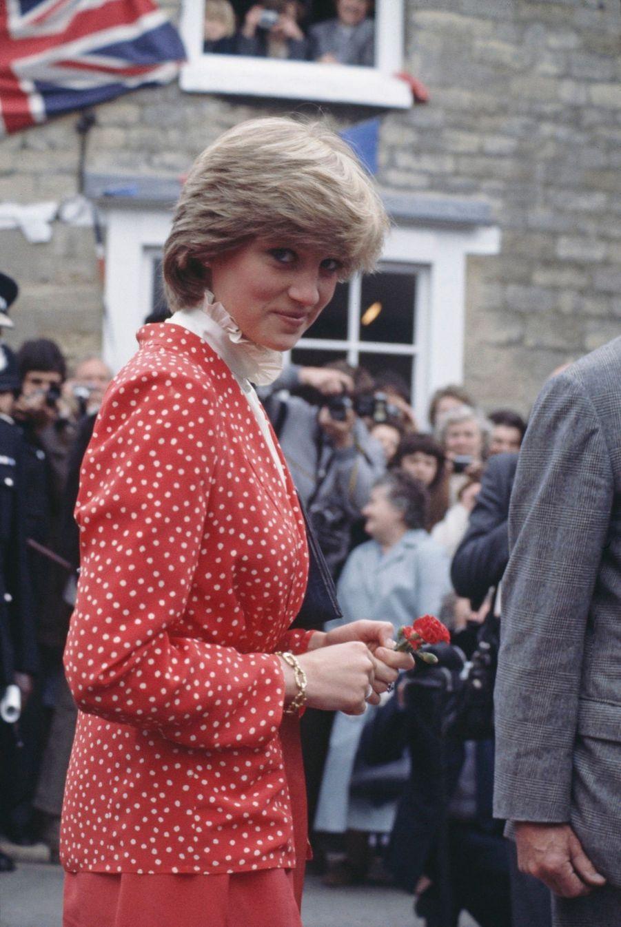 Diana Spencer, photographiée par Jayne Fincher, en visite avec le prince Charles à Tetbury, le 22 mai 1981.