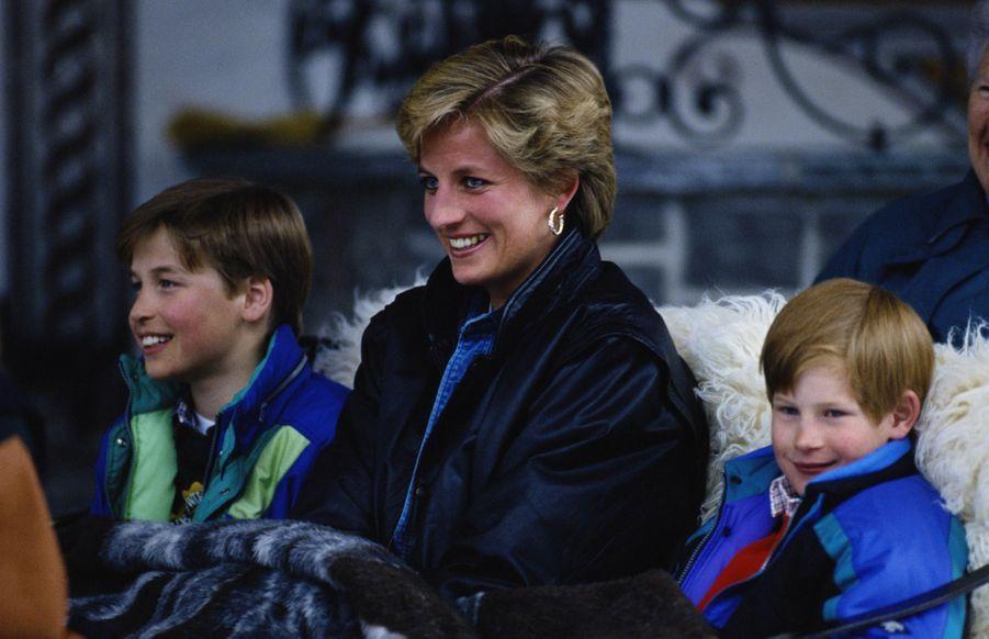La princesse Diana, photographiée par Jayne Fincher, avec ses fils William et Harry an Autriche le 30 mars 1993.