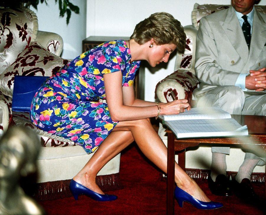 La princesse Diana, photographiée par Jayne Fincher, au Nigéria en mars 1990.