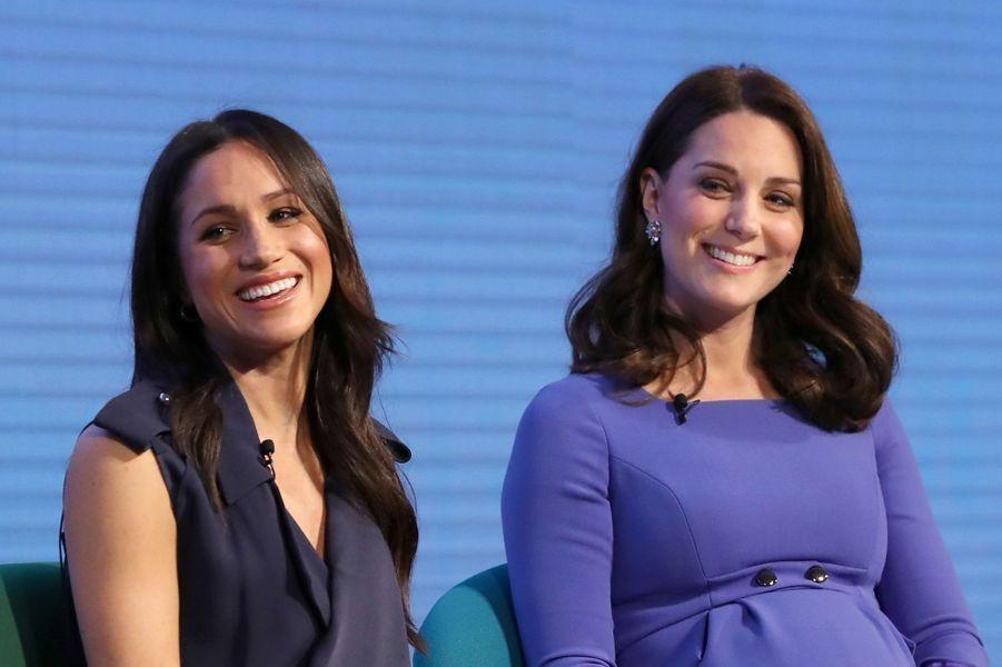 Aux côtés de Kate Middleton le 28 février 2018.