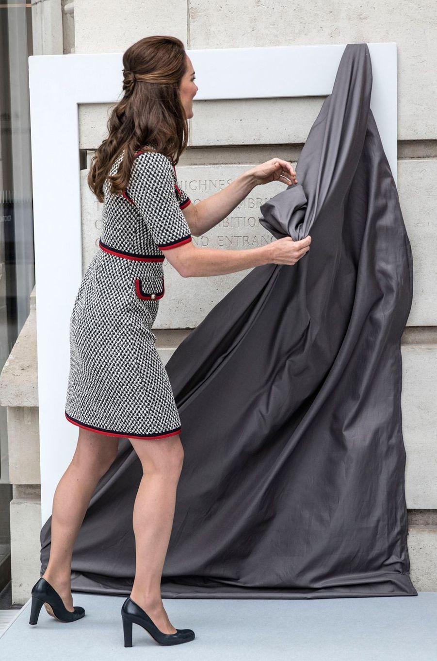 La robe de la duchesse de Cambridge, vue de dos, à Londres le 29 juin 2017