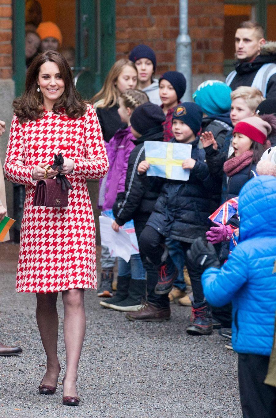 La duchesse de Cambridge dans un manteau Catherine Walker à Stockholm, le 31 janvier 2018