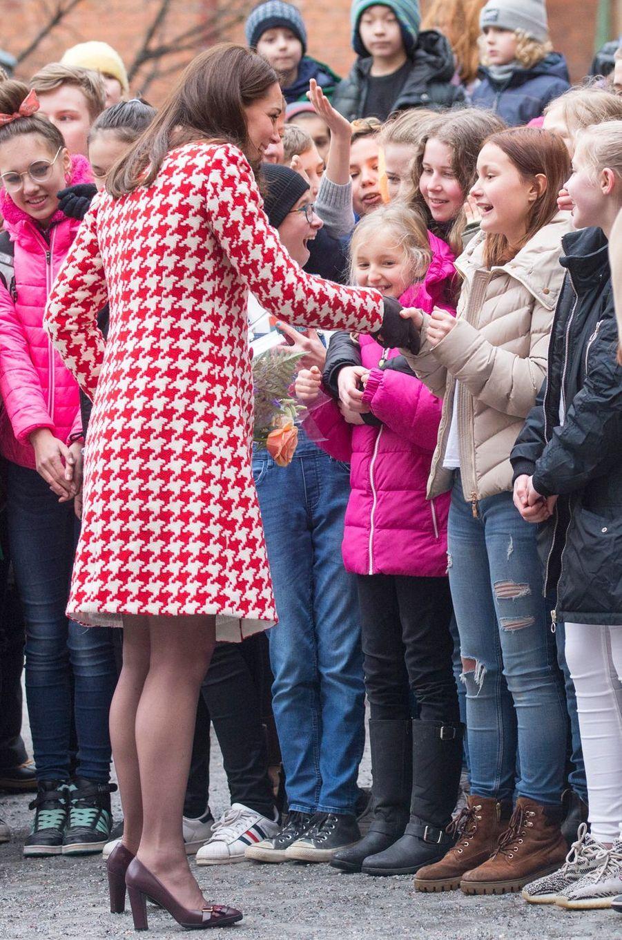 Le manteau de la duchesse de Cambridge, de dos, à Stockholm, le 31 janvier 2018