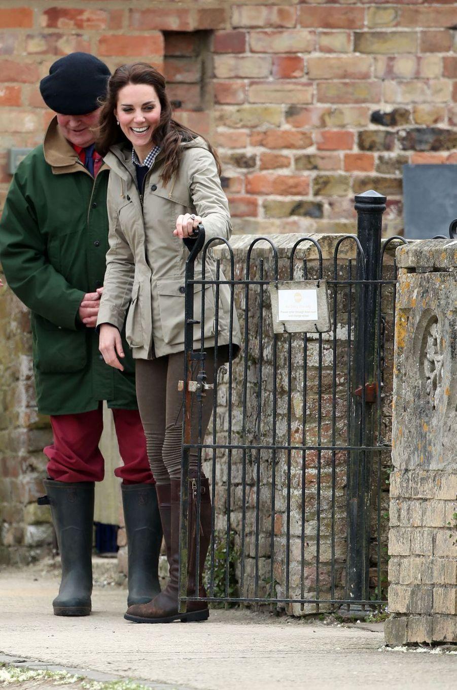 La duchesse de Cambridge, née Kate Middleton, à la ferme Wick Court à Arlingham, le 3 mai 2017