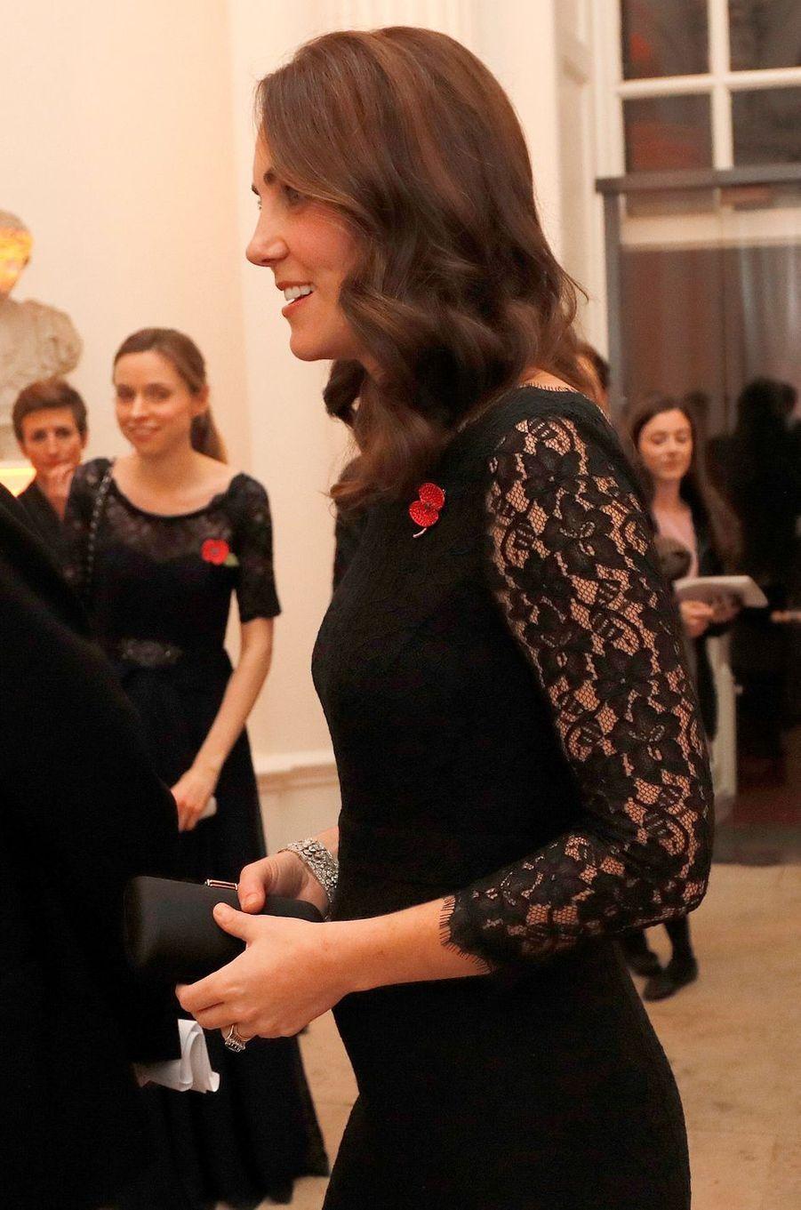 La duchesse Catherine de Cambridge, enceinte de son troisième enfant, à Londres le 7 novembre 2017