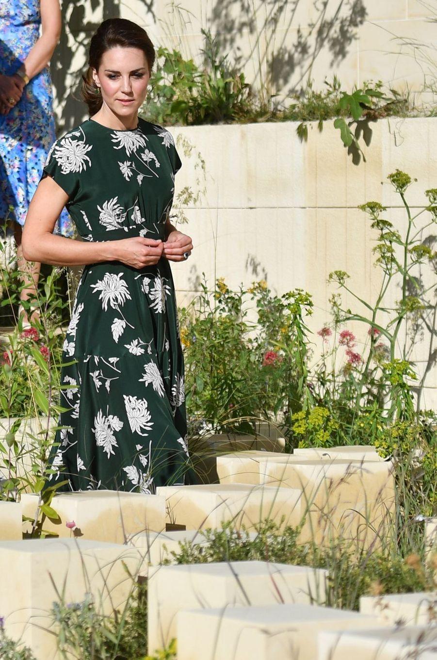 La duchesse Catherine de Cambridge dans une robe Rochas à Londres le 22 mai 2017