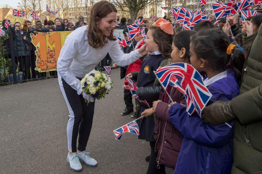 La duchesse de Cambridge, en tenue de sport, dans le quartier de Mitcham à Londres, le 18 janvier 2018