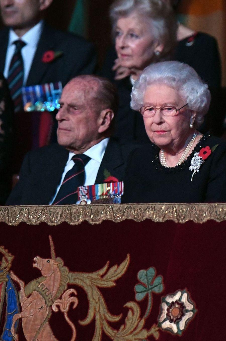 La reine Elizabeth II et le prince Philip à Londres, le 12 novembre 2016