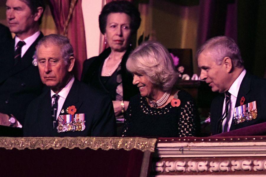Les princes Charles et Andrew, la duchesse de Cornouailles Camilla,la princesse Anne et Timothy Laurence à Londres, le 12 novembre 2016