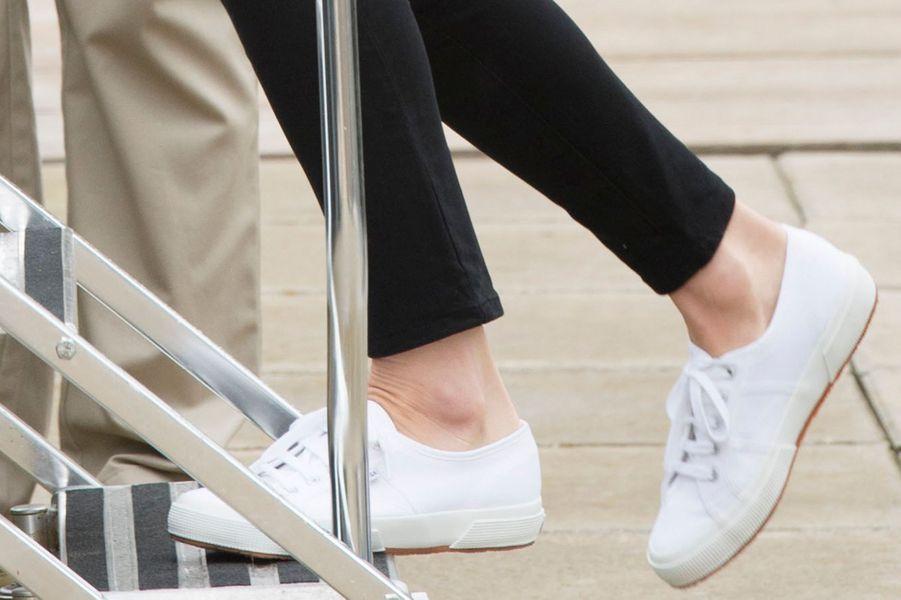 Les Superga de la duchesse de Cambridge, née Kate Middleton, à Victoria, le 1er octobre 2016