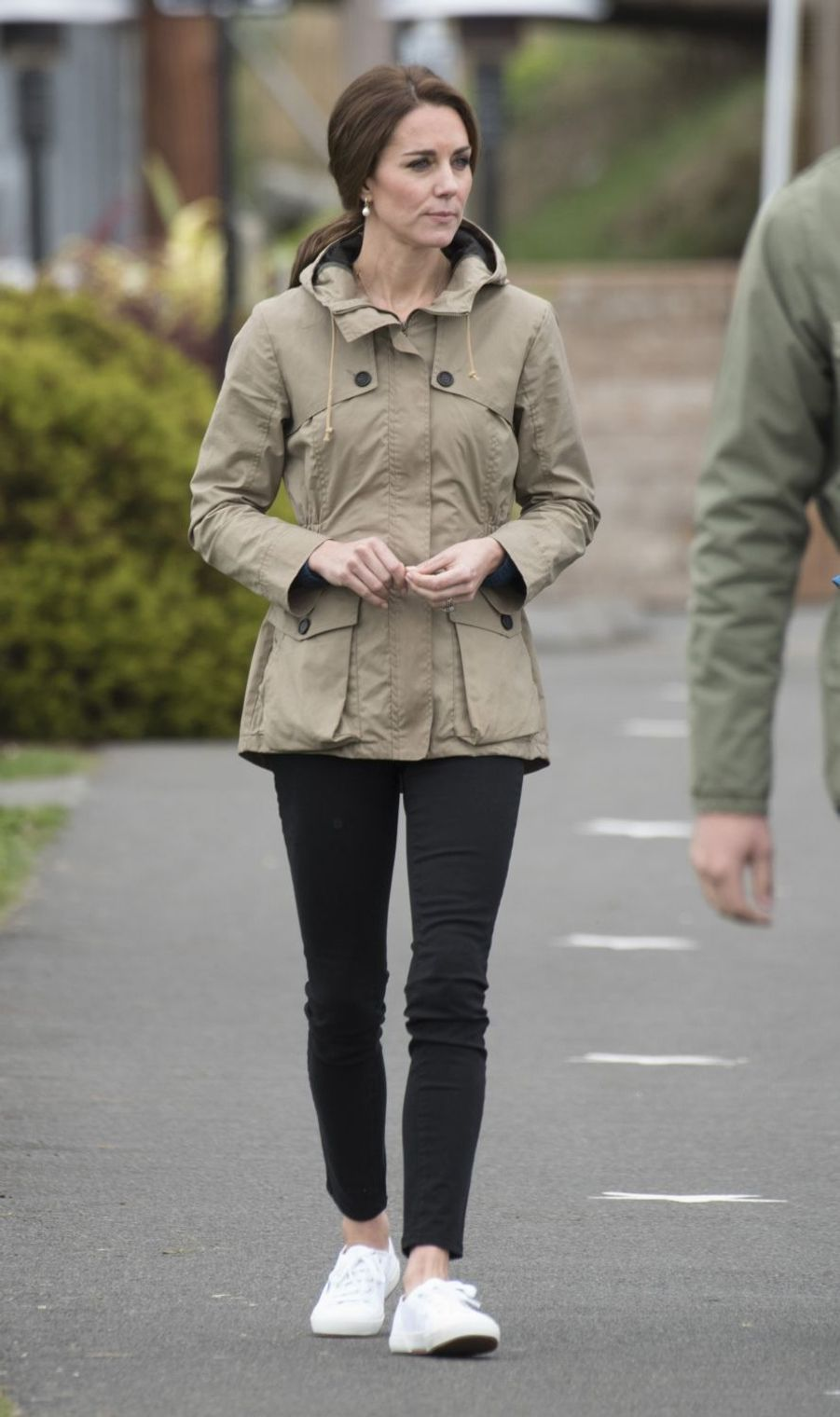 La duchesse de Cambridge, née Kate Middleton, chaussée de ses Superga à Victoria au Canada, le 1er octobre 2016