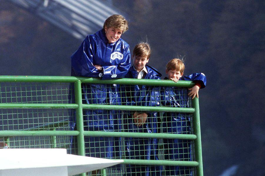 La princesse Diana avec ses fils les princes William et Harry au Canada, le 26 octobre 1991