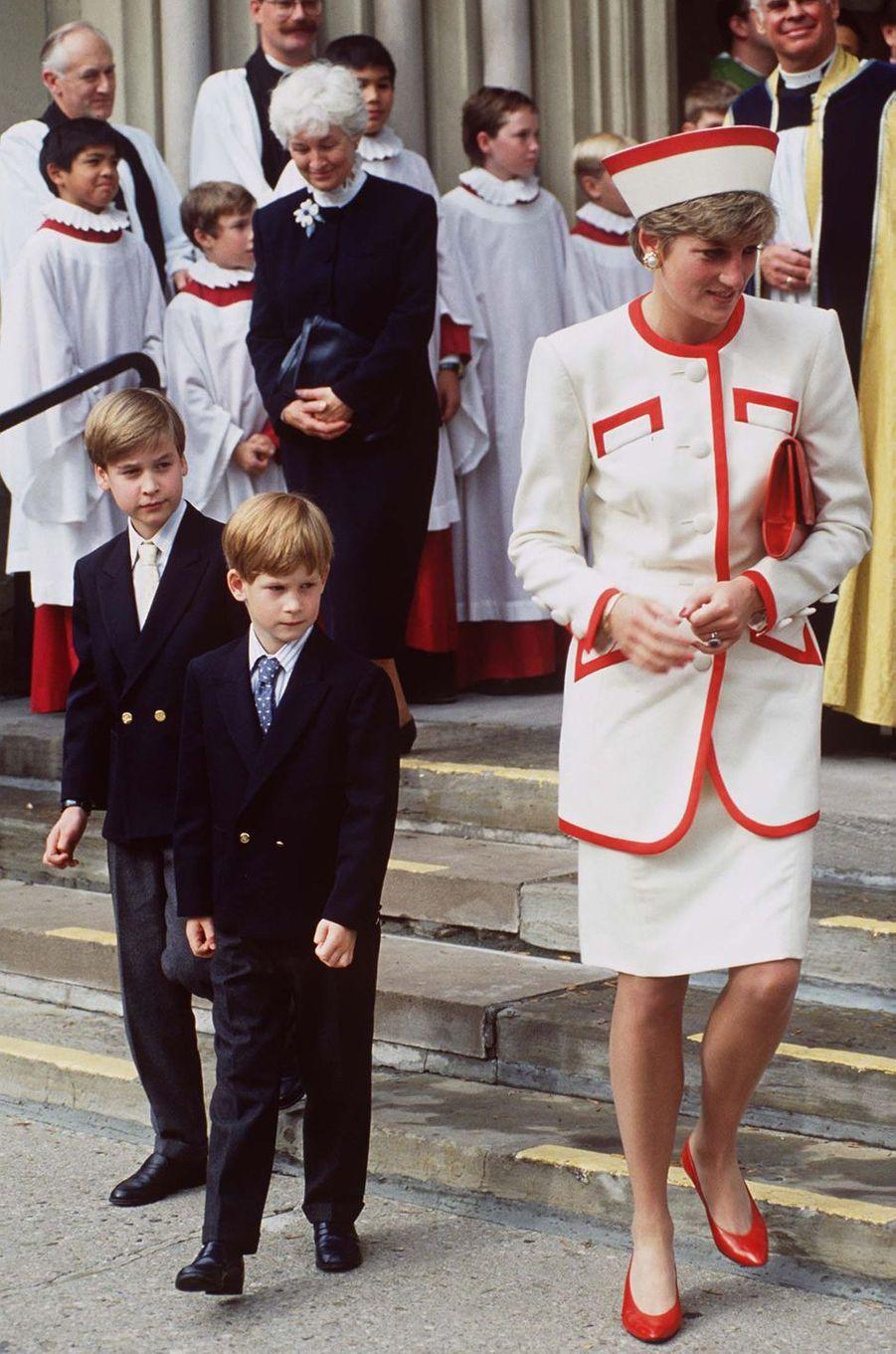 La princesse Diana avec ses fils les princes William et Harry au Canada, le 27 octobre 1991