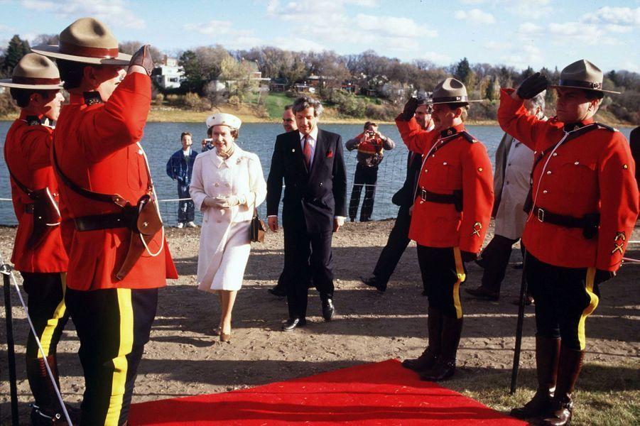 La reine Elizabeth II au Canada, en octobre 1987