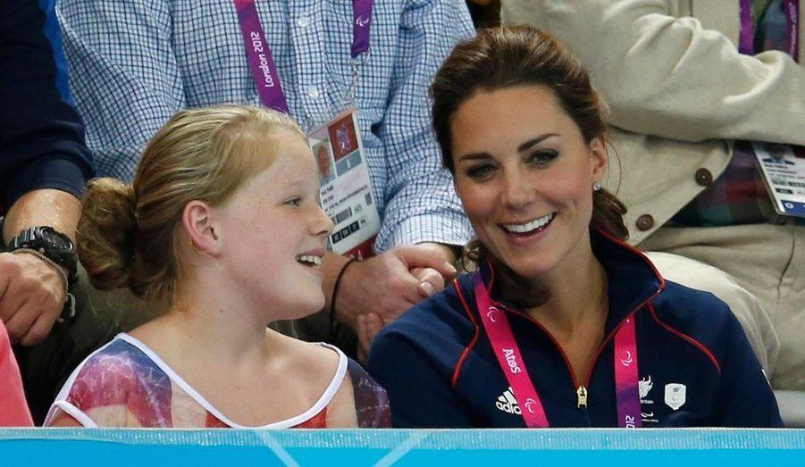 Après avoir représenté la Couronne lors des Jeux Olympiques de Londres, la duchesse de Cambridge est réapparue dans les gradins des Jeux Paralympiques. Catherine a soutenu mercredi la cycliste britannique Sarah Storey avec William, avant de gagner le centre aquatique. Elle a également assisté à l'épreuve de goalball opposant la Grande-Bretagne à la Lituanie.